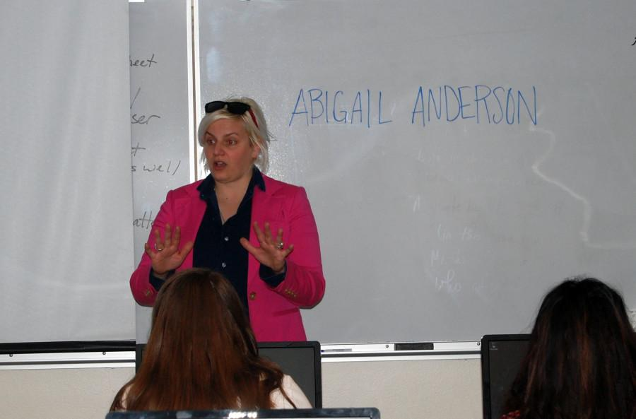 Abigail+Anderson+speaks+to+journalism+students+at+NDA