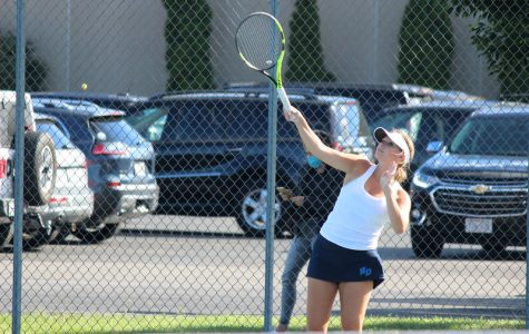 Tennis Team Grows in Camaraderie Despite Pandemic Restrictions